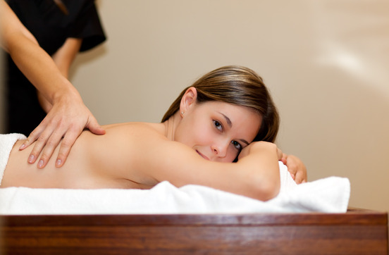 Massage Shiatsu sur une femme